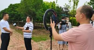 """阜阳市""""走向我们的小康生活""""主题采访报道活动在界首市正式启动"""