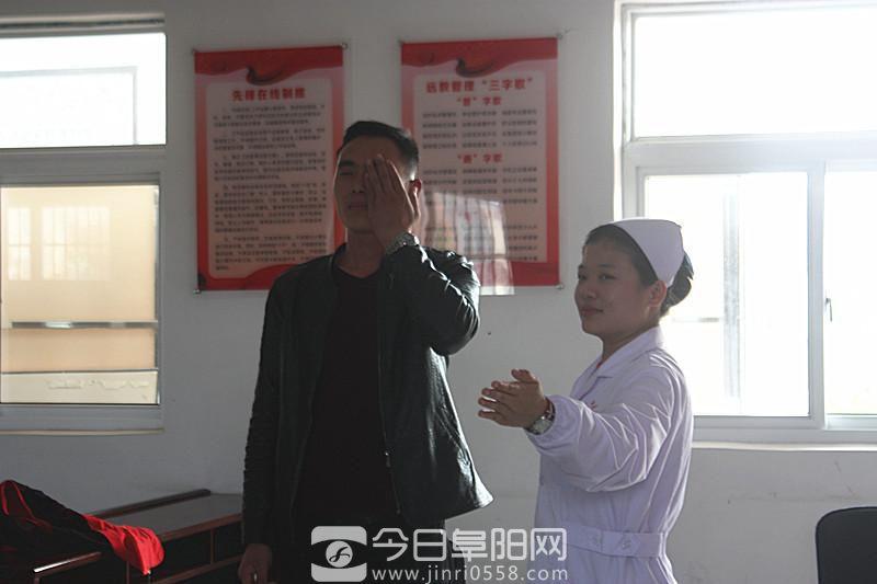 樊马社区举办表彰好婆婆、好媳妇、清洁文明户暨爱心企业家捐赠贫困户活动