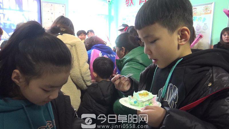 颍上东方金子塔儿童潜能培训学校举办集体生日会